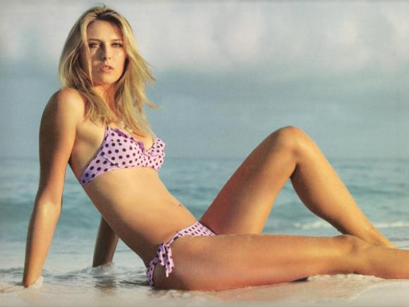 maria-sharapova-hot-on-a-beach-1