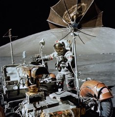 rover-astronaut_2420588k