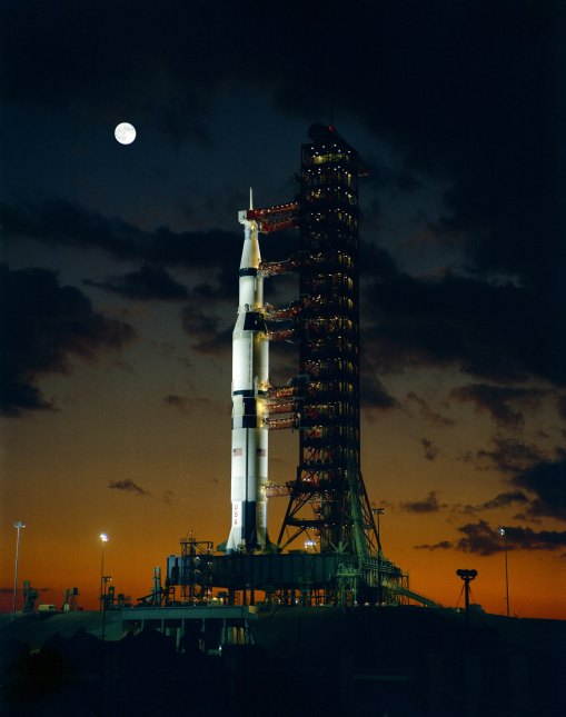 saturn-v-apollo-4-prelaunch
