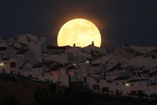 supermoon-rises-over-houses-olvera-southern-spanish-province-cadiz